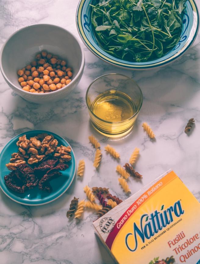 Vegan pesto rucola, noci, pomodori secchi